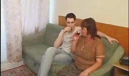 Gina memberinya film bokep barat full Tenggorokannya dan kemudian dia