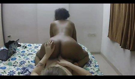 Samantha Saint terlihat di kamera film bokep barat 2019 sambil mengisap penis besar